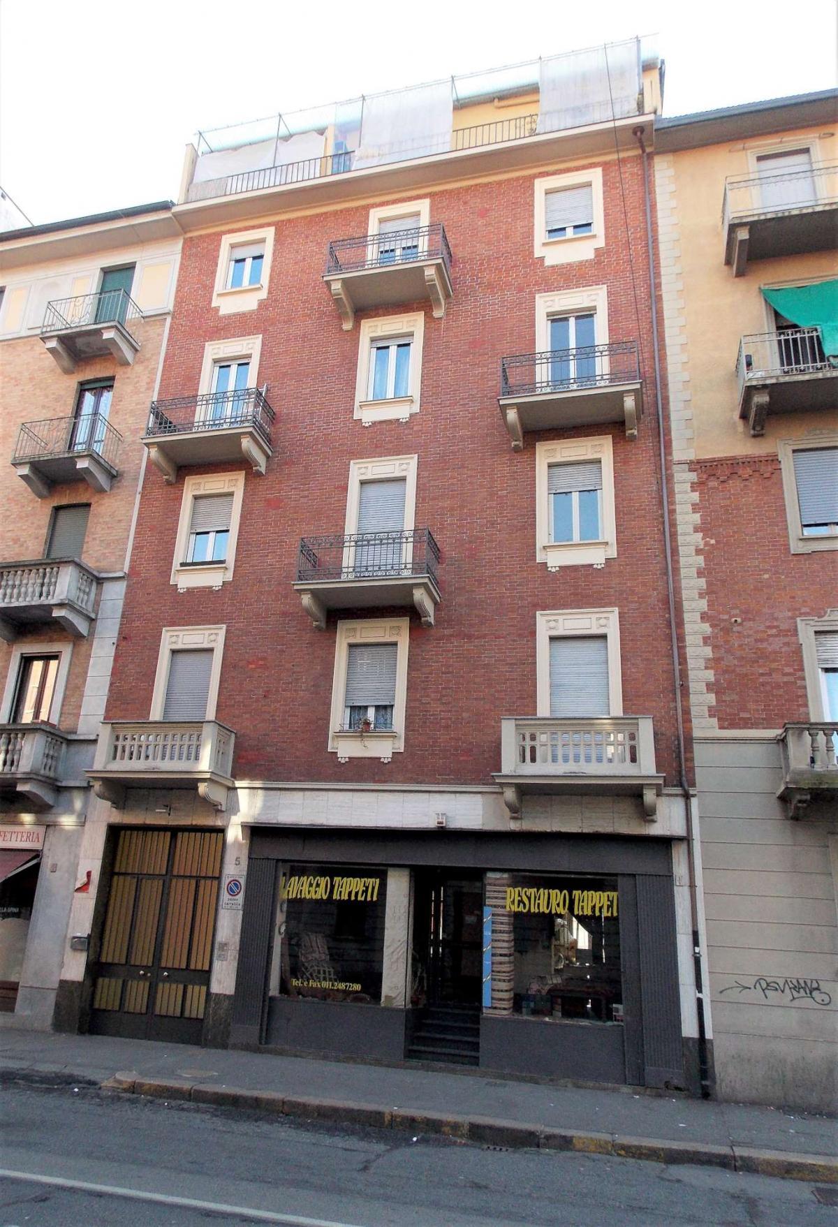Foto 1 di Bilocale Via Lauro Rossi, Torino